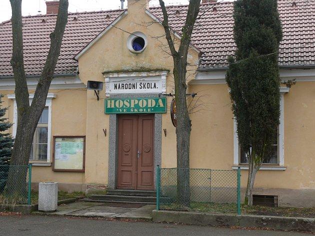 Od roku 1996slouží budova školy jako hospoda.