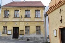 Dům stojí naproti pravoslavné kapli.
