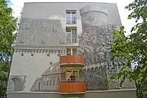 Originální fasáda na paneláku na Pražském sídlišti a její autor
