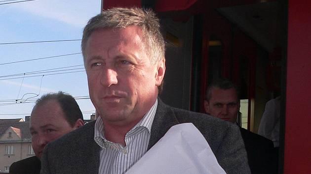 Premiér Topolánek při příjezdu do Tábora