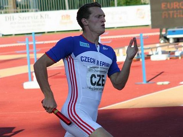 Odchovanec táborské atletiky Marek Hrubý se na MS do 22 let v Maďarsku natahoval po medaili  v závodě čtvrtkařských stafet (viz snímek), nakonec se ale české kvarteto muselo spokojit se 4. místem.