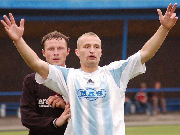 Ačkoliv už může obránce Chotovinský a s ním i celý Spartak MAS pomalu vítat Českou fotbalovou ligu, čekají ho ještě tři divizní zápasy.