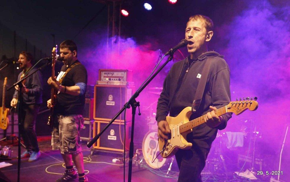Koncert Wohnout v sobotu 29. května na hřišti v Tučapech na Táborsku.