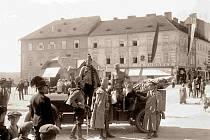 Vojáci na dnešním Křižíkově náměstí v Táboře.
