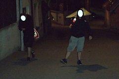 Vandalové byli zadrženi i s dopravními značkami. (Foto: Městská policie Tábor)