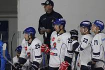 Hokejisté Tábora s koučem Arpádem Györim.