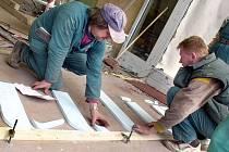 Kdy si budou zaměstnavatelé vybírat z nabídky řemeslníků ty, kteří mají kvalifikaci podle jednotné celostátní databáze? Ačkoli v republice už vzniká kartotéka povolání a kvalifikací, firmy se dnes potýkají s tím, kde sehnat řemeslníky.