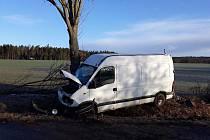 U Opařan po nárazu do stromu zemřel řidič dodávky.