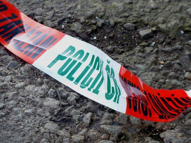 Místo bylo ohraničeno policejní páskou.