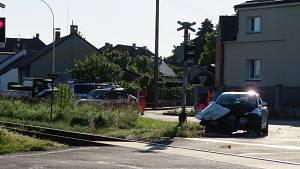 Ve čtvrtek 17. června vpodvečer se na přejezdu Táboře - Měšicích srazil vlak sosobákem.