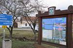 Při zásahu v obci Klečaty, která je vyhlášena vesnickou památkovou rezervací díky typické architektuře Selského baroka, šly k zemi dle starostky Jiřiny Sedláčkové jen dva neprospívající jasany.