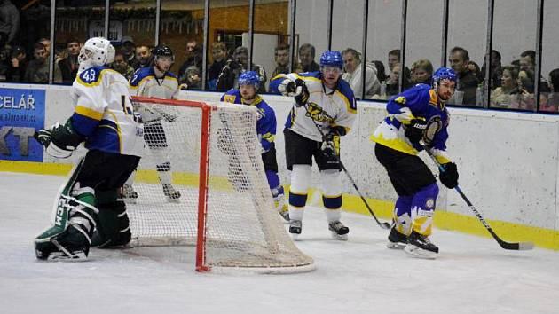 Rozhodující finálovou bitvu ovládli v sobotu hokejisté z Jindřichova Hradce.