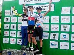Matyáš Fiala z ČEZ Cyklo Teamu Tábor (uprostřed) si z Hodkovic odvezl zlato a dvě stříbra.