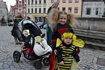 Děti si užily den plný pohádek, který začal kostýmovaným průvodem z Žižkova náměstí.