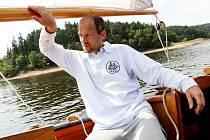 Kapitánem lodi byl Daniel Rosecký z Bežerovic, který před osmi lety Miamiti. postavil jako repliku pobřežní obchodní lodě.  Společně jsme se plavili po Orlíku.