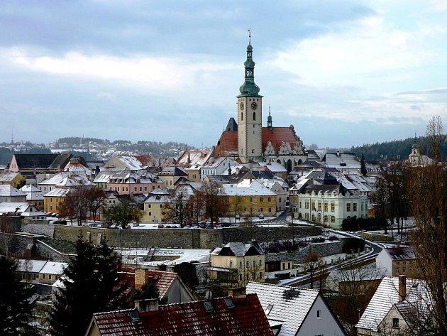 Na vrchu nad řekou Lužnicí stávalo město Hradiště. Ještě dříve odtud museli odejít Vítkovci.