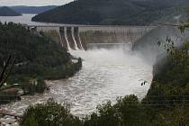 Orlík je nádrží s největším množstvím zadržené vody. Stálý objem nádrže činí  280 milionů metrů krychlových.