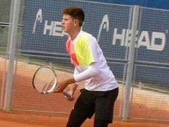Tábor hostil kvalitní tenisové turnaje, ve hře byli i domácí zástupci. Na snímku je Jan Sedláček.