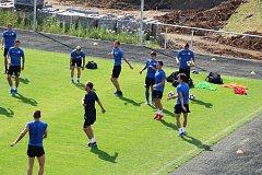 První trénink fotbalistů FC MAS Táborsko na novém trávníku v Kvapilově ulici.