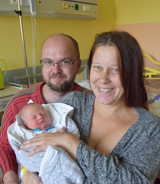 Antonín Pokorný ze Zárybničné Lhoty. Narodil se 2. října v 9.19 hodin. Vážil 3280 gramů, měřil 48 cm a doma už má brášku Jáchyma (2) a sestřičku Rózu (11).