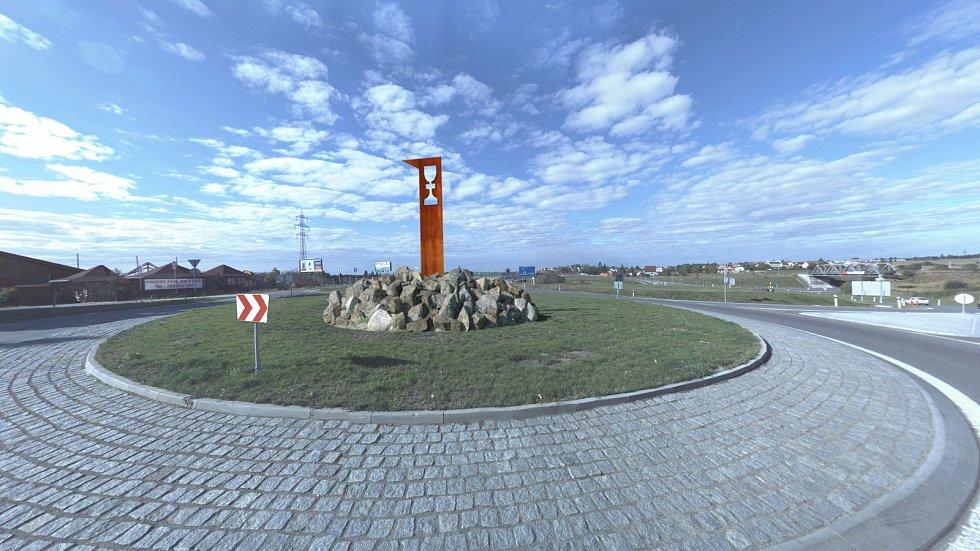 Kalich měl vítat návštěvníky Tábora u kruhového objezdu ze sjezdu dálnice.