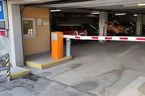 Parkovací dům pod táborskou Střelnicí se dočkal modernizace.