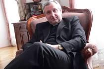 Vlastimil Kročil  vede ve Veselí farnost od roku 1997,  před tím působil jako kaplan v Jindřichově Hradci.