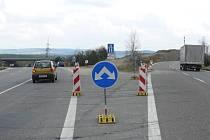 Za jordánským mostem řidiči pod viadukt (vlevo) od pondělí neodbočí.  Ani v opačném směru.