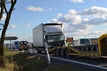 Dopravní nehoda ve Všechově.