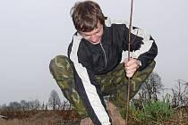 Sázet stromy do Smilových Hor přišlo pětadvacet nadšenců.