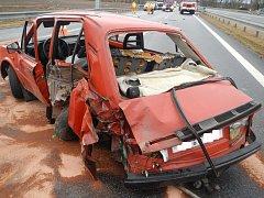 Ve středu dopoledne likvidovali hasiči následky středu dvou osobních aut na D3 na Táborsku.