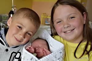 Martin Kazda ze Skrýchova u Malšic. Narodil se jako třetí dítěv rodině 5. května 2019 v 7.58 hodin. Vážil 4470 gramů, měřil 52 cma má brášku Tomáše (6) a sestřičku Aničku (9).