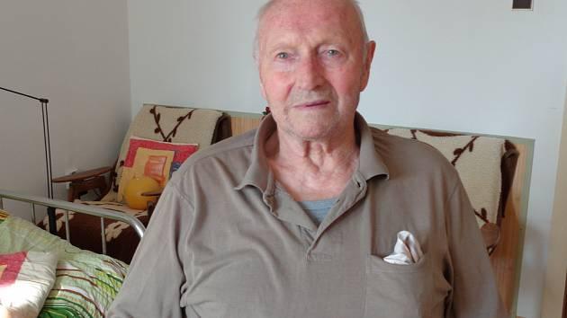 Stanislav Adam se narodil v říjnu před osmasedmdesáti lety v Černovicích. Ale velkou část svého života bydlel v Sezimově Ústí. Pracoval jako řidič z povolání až do důchodu. Brázdil silnice v nákladních automobilech.