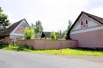 Ze staré zemědělské usedlosti v Alenině Lhotě by se měly stát apartmány.