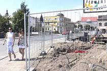 ODSTARTOVÁNO. Na celkové rekonstrukci veselského mostu přes Lužnici už začaly stavební práce, které jej uzavřou a až do konce roku přetnou město na dvě poloviny