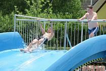 Areál zrekonstruovaného sportovního centra Za Řekou otevíral zábavný den pro malé i velké ve vodnickém stylu.