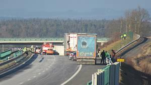 Nahoda kamionu na D3
