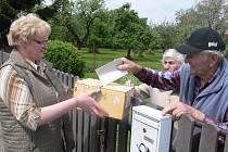 Manželé Spilkovi využili možnosti volit do přenosné volební urny.