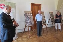 Zámek v Myslkovicích letos slaví 350. výročí, místní přichystali výstavu retrofotografií i první pivní slavnosti.