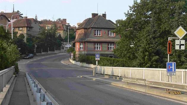 S přeložkou by doprava nemusela přes Švehlův most.