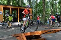 Lesopark Pintovka nově nabízí cyklistům dvě singltrekové tratě.