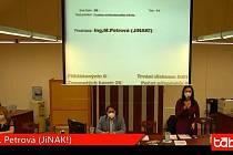 Zastupitelé na svém pondělním zasedání odvolali Michaelu Petrovou z funkce místostarostky.