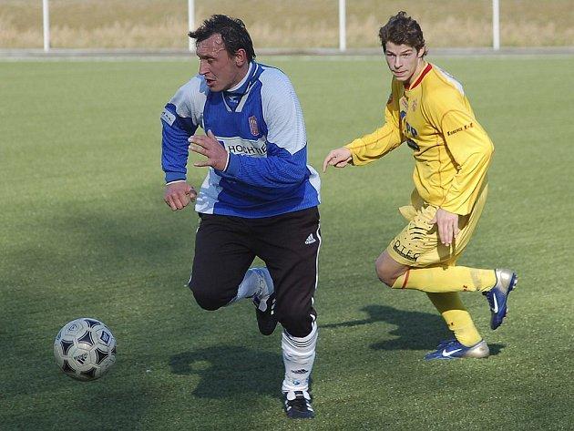 Mužstvo FK Tábor se bude muset v nadcházející sezoně krajského přeboru obejít bez zkušeností a střeleckého příspěvku zkušeného útočníka Michala Sokolta (vlevo), který odchází do Rakouska.