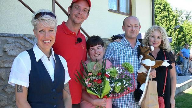 Šárky s Davidem a narozeninovými hosty.
