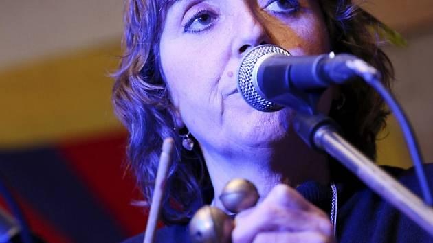ČOKOLÁDA, skladba kapely Condurango s herečkou Bárou Hrzánovou v čele, zahájila nejen benefiční koncert na Housově mlýně v Táboře