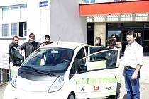 V Táboře zahajuje provoz dobíjecí stanice elektromobilů.