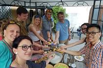Zkušenosti z toho, jaké je to žít mezi českou většinou, zprostředkovala pro širokou veřejnost táborská nezisková organizace Cheiron.