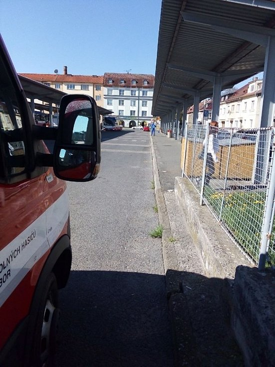 Na žádost starosty města Tábora a krizového štábu provádí od pondělí 20. dubna hasiči města Tábor dezinfekci veřejných míst.