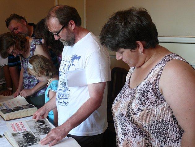 Do Smilových Hor se sjeli zdejší rodáci. Součástí srazu byla i výstava kronik.