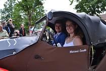 Netradiční svatební cesta novomanželů Čmelíkových.